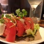 ボンクラ - トマトとクリームチーズのカプレーゼ風