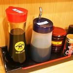 うなぎ料理 よね山 - 醤油、タレ、山椒、七味