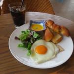 56669933 - 吉田パン工房のパンと自家製ハムのブレックファースト&アイスコーヒー