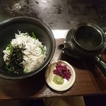花たぬき - 「京のだし汁茶漬」の揚げしらすです。