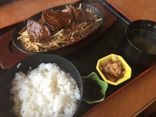 べるん - 特製牛焼肉鉄板定食(1200円)