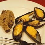 56683049 - お通し:ムール貝のワイン蒸しと焼き茄子