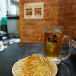 ホルモン焼肉 縁 - セットのダーサラとウーロン茶
