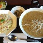 5669714 - 中華ハーフセット800円、ご飯4種と麺4種から組み合わせる