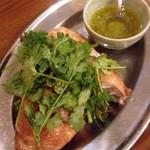 琉球パクチー酒場 うるま食堂 - 鶏のロースト