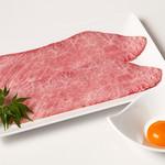 焼肉チャンピオン  - 名物のざぶすき。特製の割り下で下味をつけた希少部位「ざぶとん」をさっと炙って卵と絡めて食べる、新感覚焼肉。