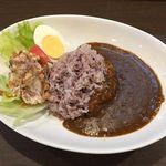 カレー専門店 大文字 - コーンビーフポテトサラダと黒米のカレー