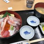 柏崎魚市場 水産物地産地消会館 市場食堂 - 海鮮丼 ¥1200