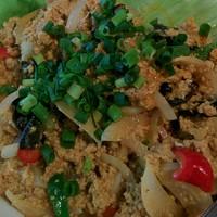 チャッタイ ガーデンハウス - カニと卵のカレー炒め、プーパッポンカリー。