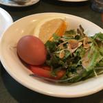 56699683 - モーニングのサラダ、卵、フルーツ