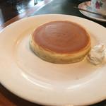 56699685 - モーニングのパンケーキ。