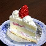 パティスリー シェーヌ - 苺のショートケーキ350円。<2010_11>