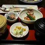 56702057 - 新生秋刀魚定食