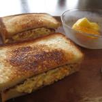 フルール - 卵サンドは、ホットサンドになっています。