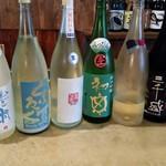 克 - 日本酒と酒器にこだわっています。呑みくらべ3種1300円もあります。