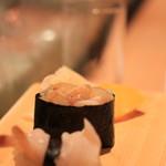 豊魚 - 小柱(奥)とみる貝