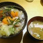 56707963 - ランチ:甘海老&真鯛漬け丼、味噌汁