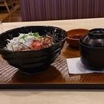 ガスト - まぐろと釜揚げシラスの2食丼1