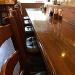56729960 - カウンター6席と、テーブル2卓の綺麗なお店です