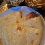 ポカラ - チーズナン