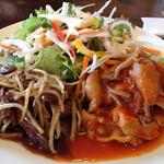 グランマーズカフェ - コンボランチ 牛ハラミの焼肉と若鶏とキノコのトマト煮 前菜・パンかライス・ドリンク付きで1200円