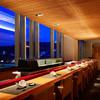 日本食 雅庭 - 内観写真:大きな窓から夜景が望める鮨カウンター