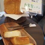 高田馬場ビール工房 - 自家製パン