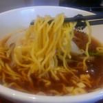 中華食堂 一番館 - 麺はこんな感じの中華麺です。