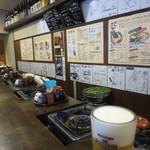 元祖博多麺もつ屋 - 店はカウンターのみ