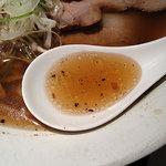 SOBA HOUSE 金色不如帰 - 煮豚そば(醤油)/表面の香味油は葱の焦し油