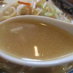 オーパーツ - タンメンのスープ、白濁、チャンポンっぽくて好き