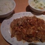 5675775 - 若鶏の唐揚げ中国風たっぷりソースかけ ¥780