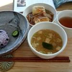 おむすびcafe 粒 - おむすび&揚げ出し豆腐&お味噌汁