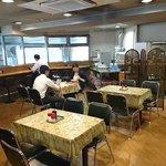 キッチン エム - キッチン M @日本橋兜町 店内 駐車場を望むカウンター席もあります