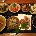 食堂 ニコラ - 名物おばんざい盛り合わせ8種