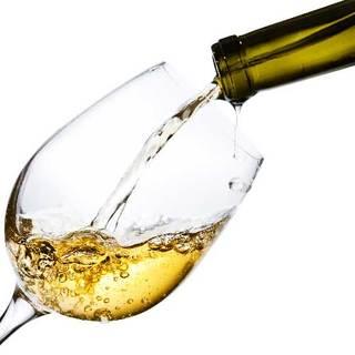 まずは樽生スパークリングで乾杯!次は魚タパス×樽だし生ワイン
