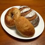 落花生 - 黒糖豆乳クリームパン・アーモンドとスイートポテトのベーグル・バナナ
