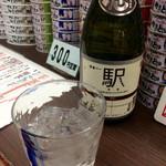 鉄道バー 駅 - 駅ラベル「芋焼酎」ロック(500円区間)。