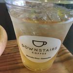 ダウンステアーズコーヒー - アサイーボウルとアップルジュースのセット(¥600)のアップルジュース