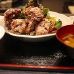 EAT Beat - ランチ (銘柄鶏) 大山鶏唐揚げの膳