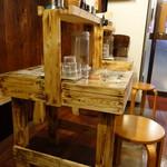 麺や 璃宮 - 個性的なテーブルセット