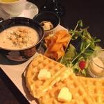 スープ&サラダと米粉ワッフルのプレート