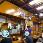 つるかめ食堂 - ほぼバラックな作りの店内(2016年9月27日)