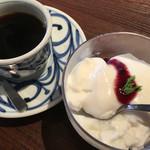 56768372 - 郷の楽しみ弁当のデザート&コーヒー