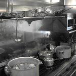ドラード - キッチンのライブ感が伝わるオープンキッチン