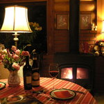 マハロカフェ リストランテ - 暖炉を眺めながらゆったりとしたひと時をお楽しみいただけます