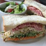 バースブック珈琲 - ハム タマゴたっぷり野菜のサンドイッチプレート(¥350)