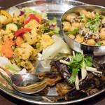 エリックサウス - 2016.9 スンダル、茄子のアチャール、彩り野菜のポリヤル