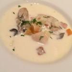 オストレア 銀座8丁目店 - 牡蠣クラムチャウダー