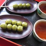 舌切茶屋 - 茶だんご